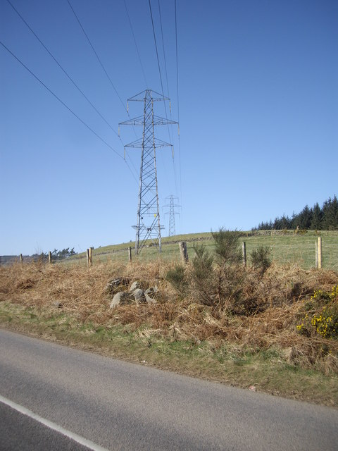 Pylon carrying powerlines over B9119