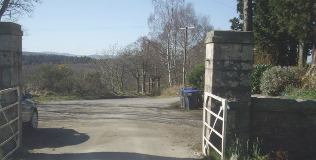 Gated exit from Learney Estate