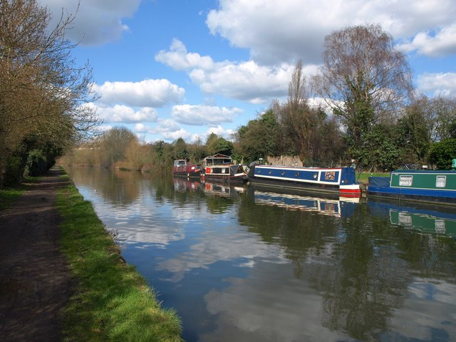 Grand Union Canal at Alperton Cemetery