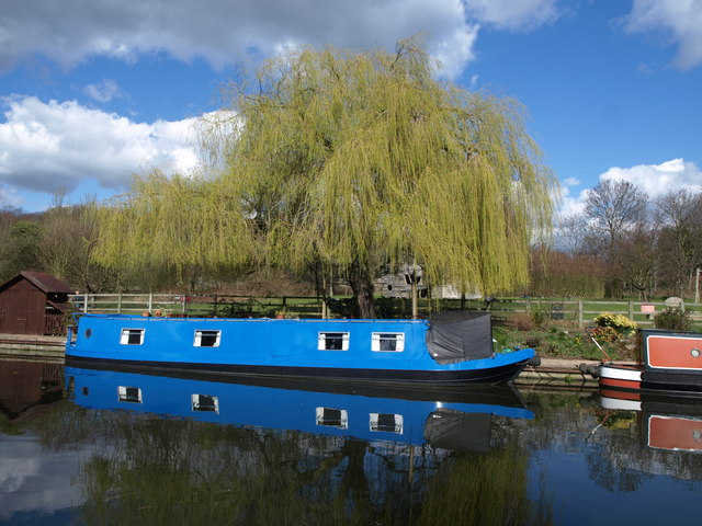 Narrowboat near Ballot Box Bridge