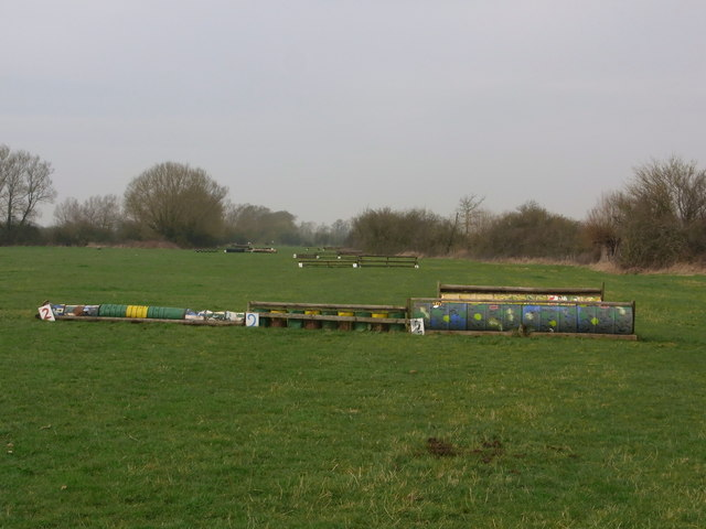 Cross-country jumps in field between R. Thames and North Meadow NNR