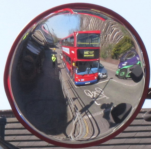 Mirror on traffic lights to show cyclists to drivers