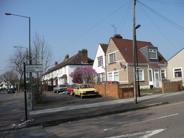 Houses at the corner of Weir Hall Road