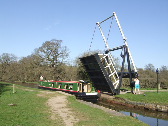 Llangollen Canal - New Mills Lift Bridge