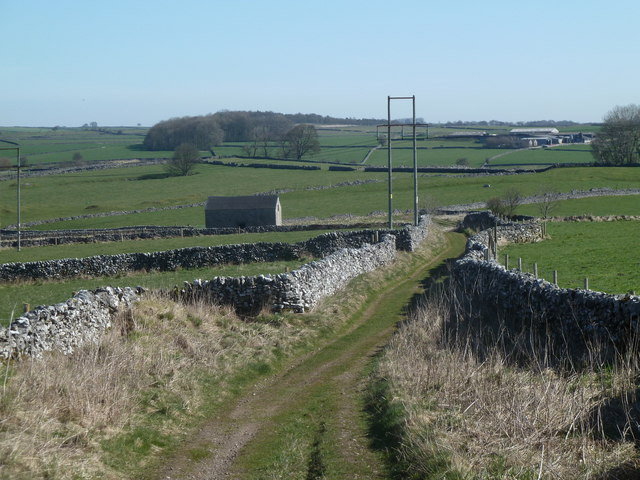 Hutmoor Butts (track) towards barn and track junction