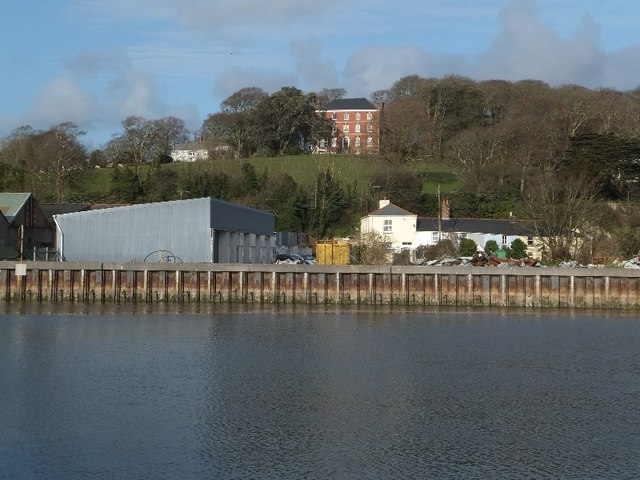 Gonvena Manor House above the quay