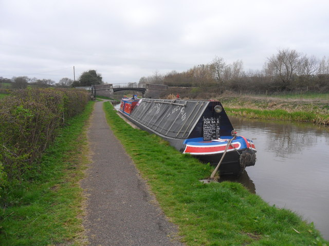 Working Narrow Boat Hadar moored at Caughall Bridge 134