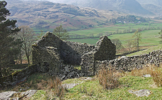 Ruined barn at Hallow Bank