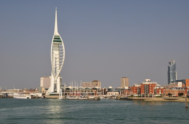 Portsmouth : Seafront & Spinnaker Tower