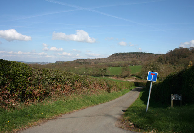 Out Lane and view to Beeston Hill