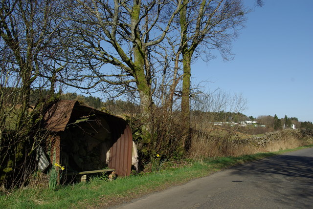Roadside shelter near Lochbrowan roadend