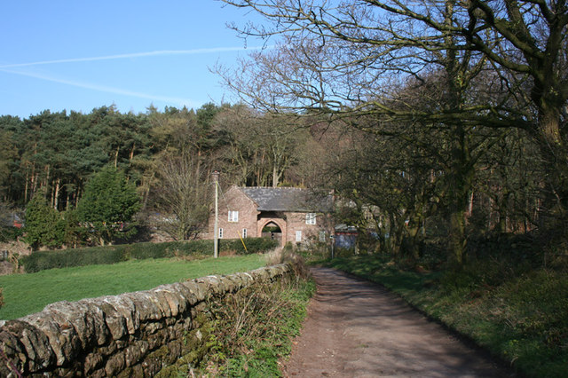 View towards gatehouse from the Sandstone Trail