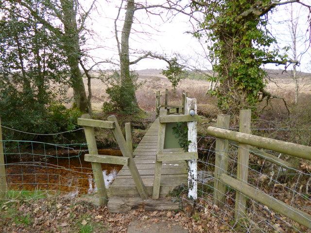 Linwood, footbridge and stiles