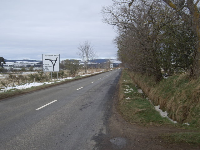 A980 approaching Bridge of Alford slip road
