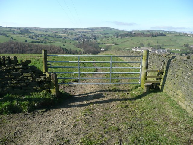 Stile and gate on Ripponden Footpath 55, Soyland