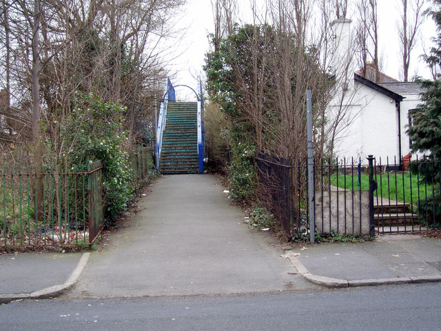 Footbridge over the Hunts Cross to Southport Railway Line