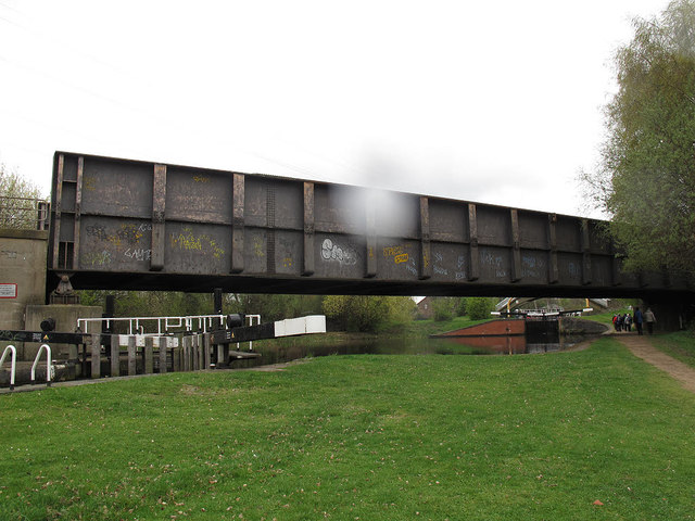 Rail bridge over Tinsley Locks