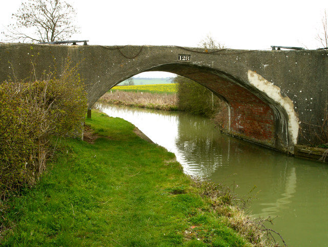 Bridge 128 on the Oxford Canal