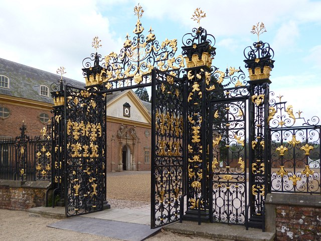 Edney Gates Tredegar House Newport 169 Robin Drayton Cc By