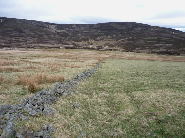 Collapsed drystane dyke in Glen Tennet
