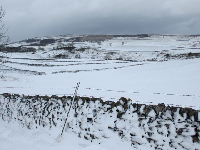 Field walls and snow near Newhouses