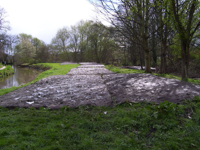 Dredging the Chesterfield Canal