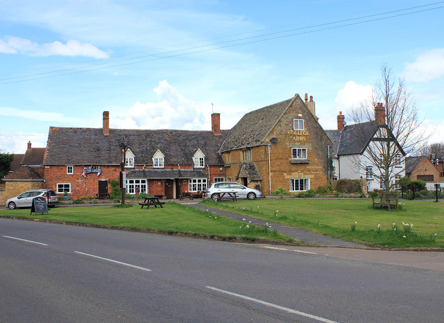 College Arms and village green, Lower Quinton