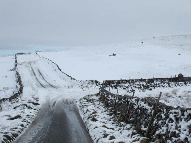 Lane junction to Top Farm