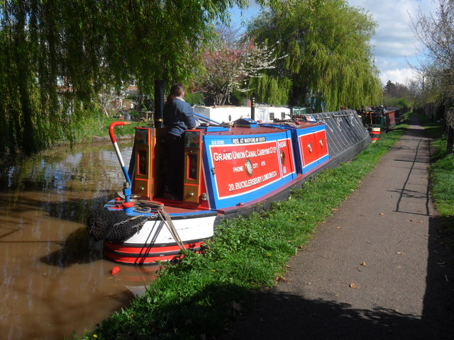 Working Narrow Boat Hadar moored outside the Cheshire Cat.