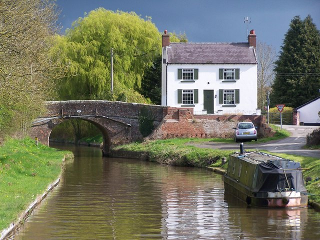 House beside Platt Lane Bridge, Llangollen Canal