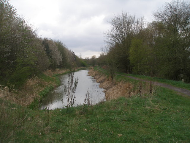 Chesterfield Canal and Cuckoo Way south of Old hall Farm