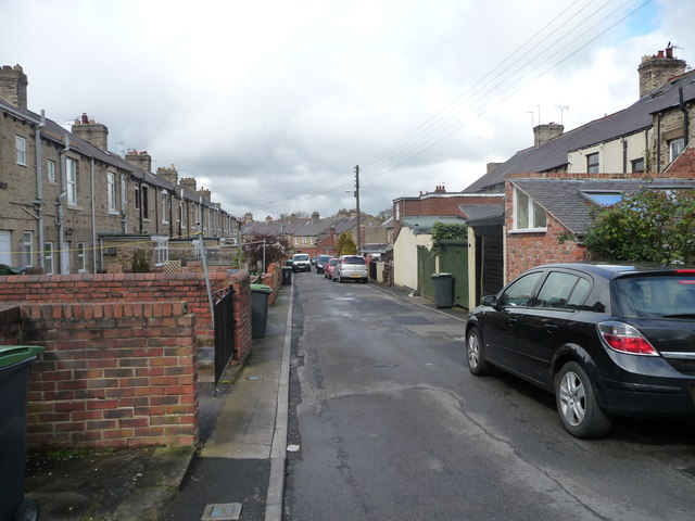 Back lane between Front Street and Park View
