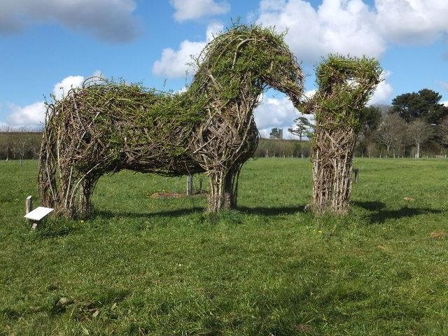 Willow sculpture by Kim Creswell