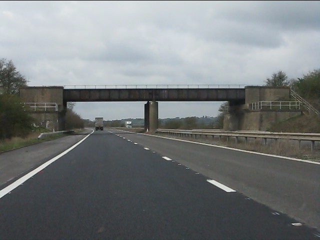 M45 motorway - former Great Central Railway bridge