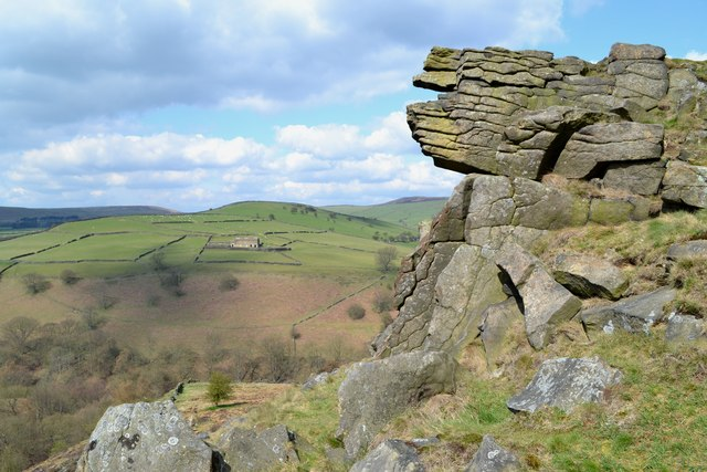 Gritstone outcrop with view to Abneylow