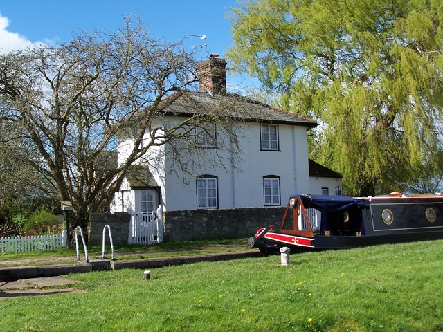 Cottage beside the upper lock at New Marton