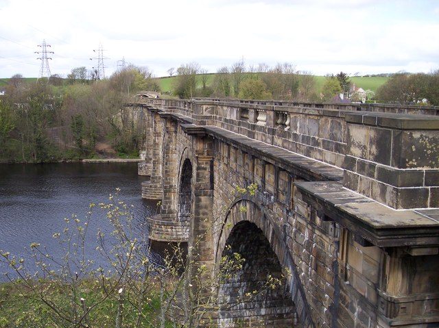Lancaster Canal crosses the Lune Aqueduct