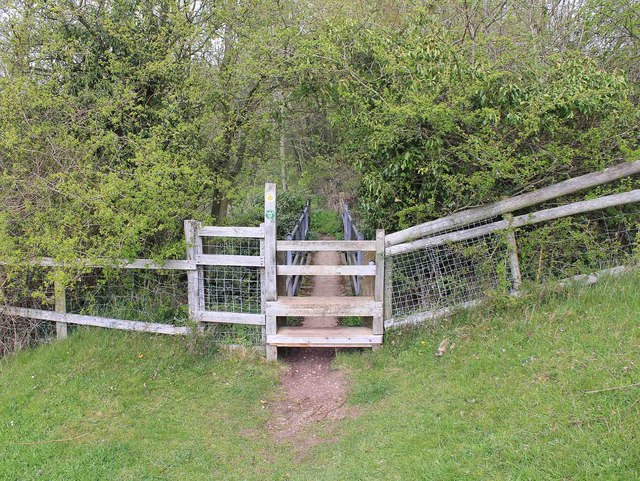 Stile and footbridge, Heart of England Way