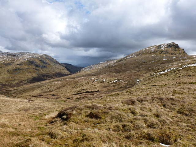 Approaching Meall an Fhiodhain (a top on the Meall an t-Seallaidh ridge)