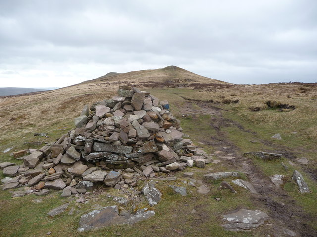 Stone cairn near Chwarel y fan