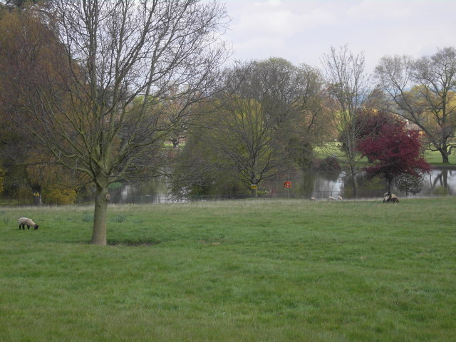 The lake at Dumbleton Hall Hotel