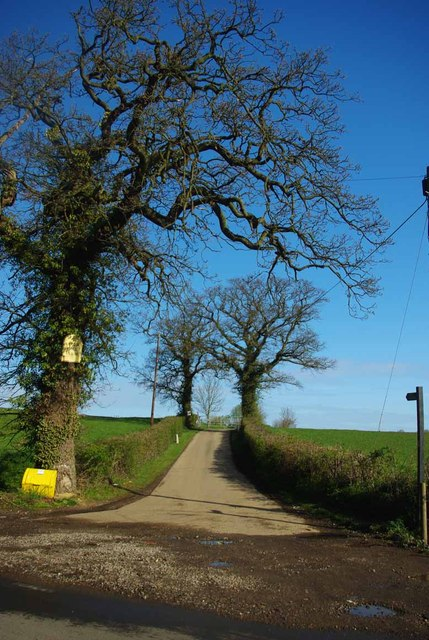 Footpath to Upper Hill farm