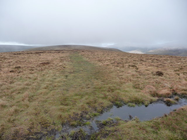 Path south from Twmpa on the Darren Lwyd