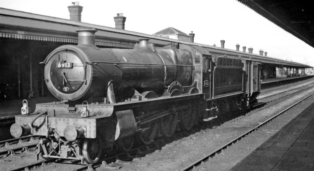 'Hall' 4-6-0 as Station Pilot at Reading General
