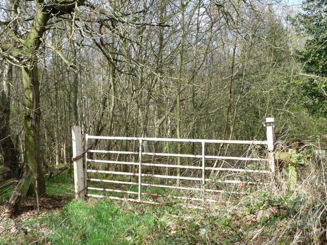 Gate at the edge of Ragpathside Plantation