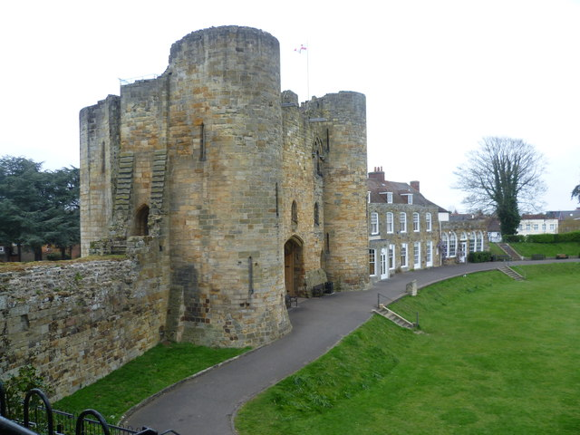 The gatehouse from the motte, Tonbridge Castle