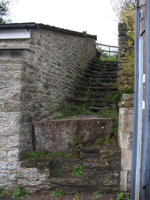 Steps to former GWR footbridge, Baskerville