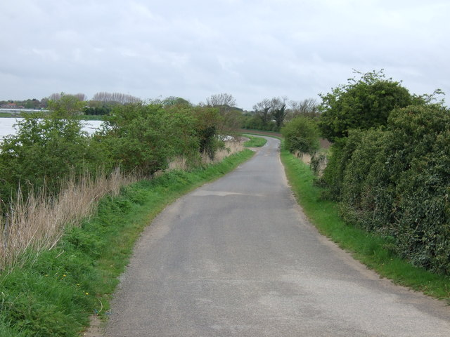 Hedgefield Hurn towards Risegate