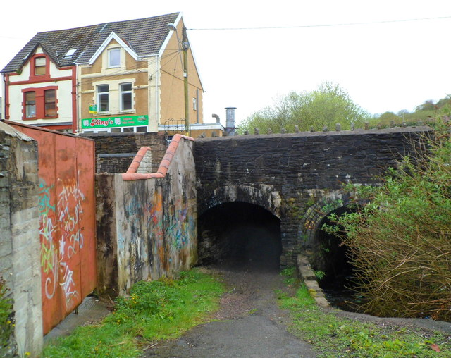 Double arch bridge, Gwern Avenue, Senghenydd
