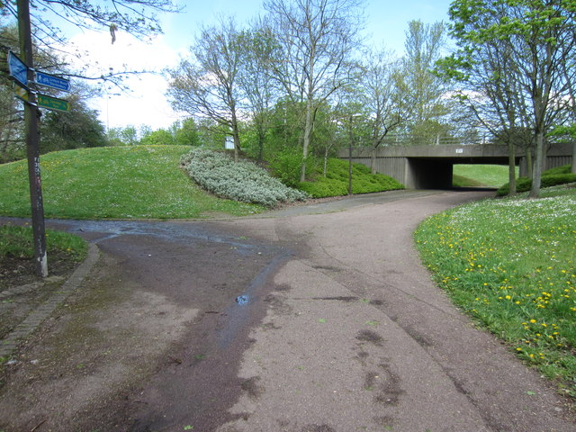 Path and underpass towards Linford Wood